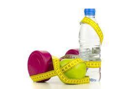 Pomme verte et bouteille d eau